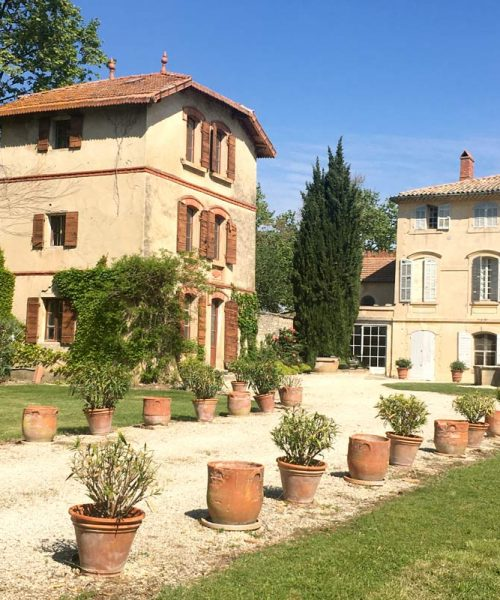 Pavillon-chambre-d'hotes-provence-chateau